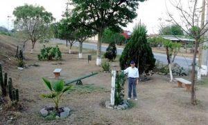 Abuelo limpió un basural y construyó una plaza