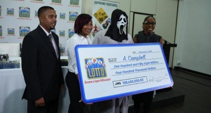 Se disfrazó para cobrar millonario premio de lotería y evitar