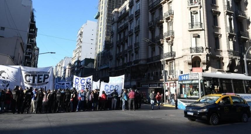 Jornada de cortes, movilizaciones, ollas populares y caos de tránsito