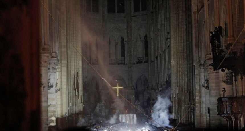 Notre Dame: imágenes de cómo los bomberos avanzaron sobre las llamas
