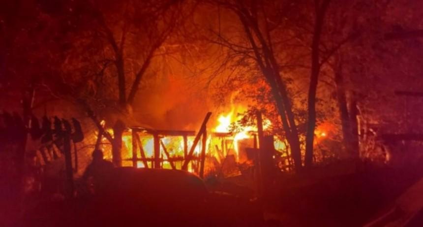 La Toma: bomberos sofocaron un incendio en una herrería