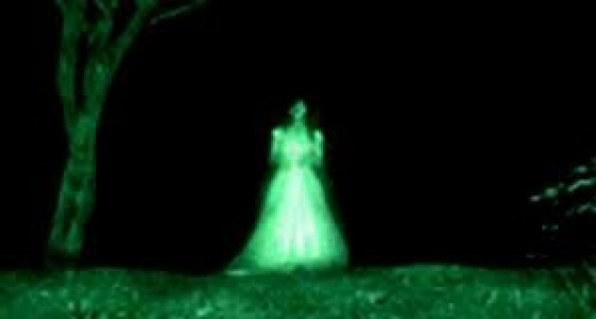 Le sacan una foto al fantasma de la famosa