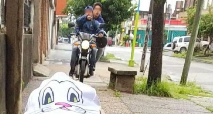 Cayeron los motochorros que asaltaron a una mamá que filmaba a la hija