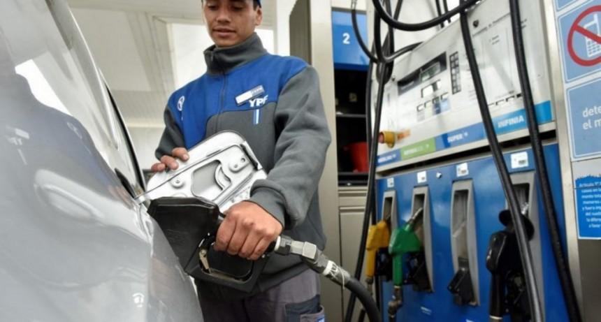 YPF aumentó sus naftas un 4%