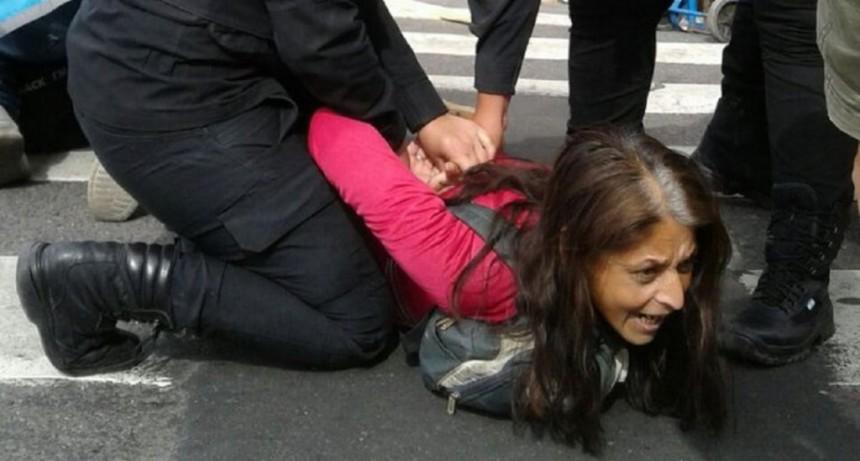 Al menos 20 detenidos en la Avenida de Mayo y 9 de Julio durante la marcha por el paro