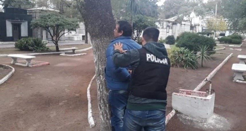 Policías se disfrazan para capturar a violador en un sepelio