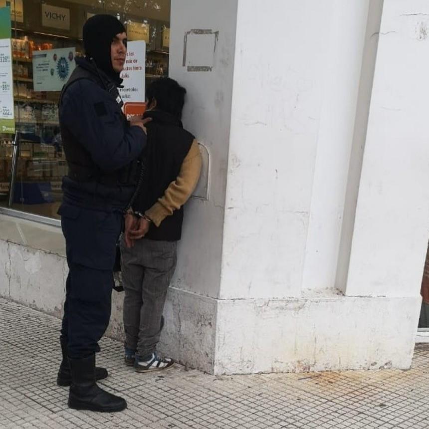 San Luis: una pareja fue demorada por hurtar elementos en una farmacia