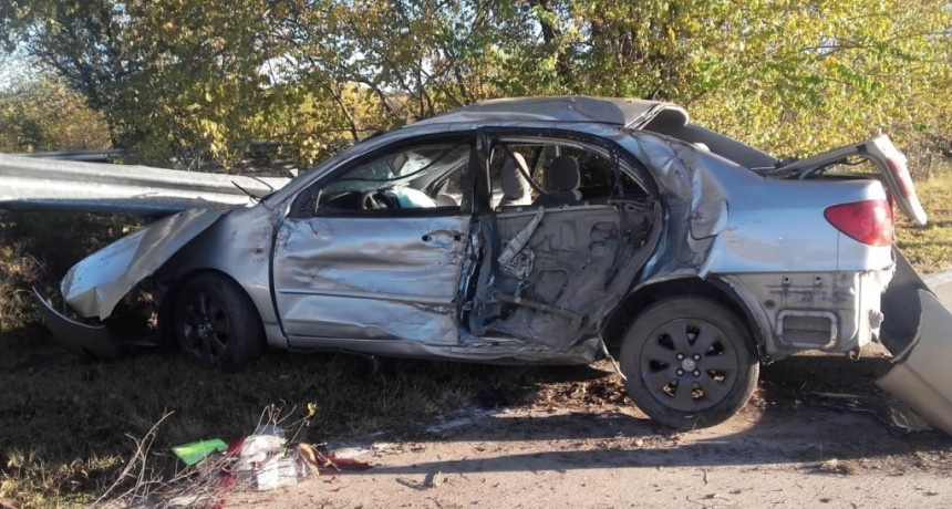 San Luis: un auto impactó contra la banquina
