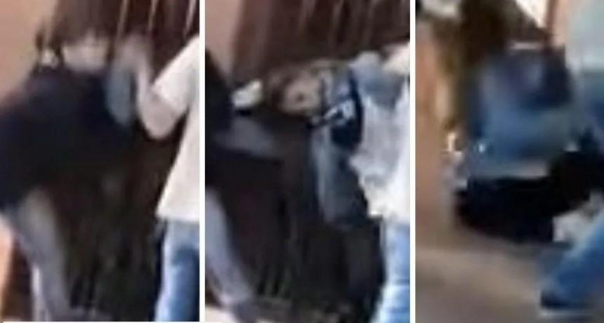 Video indignante: tenía su bebé en brazos y la novia de su ex la atacó a golpes