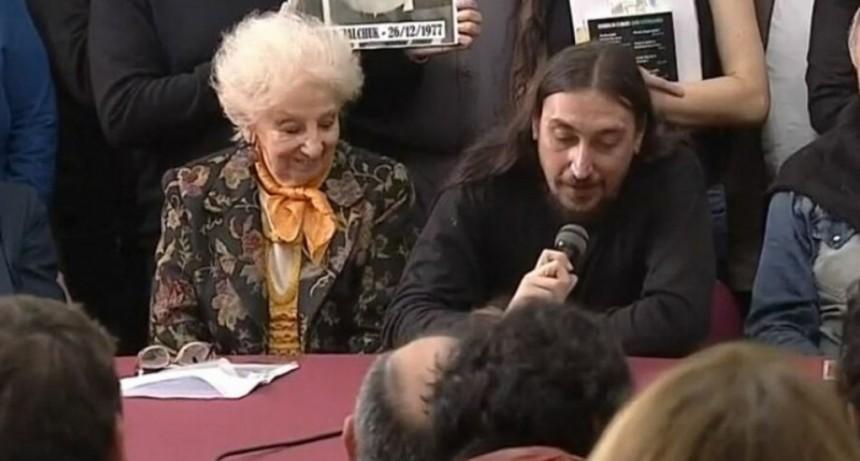 La historia de Javier, el nieto 130 que recuperaron las Abuelas de Plaza de Mayo