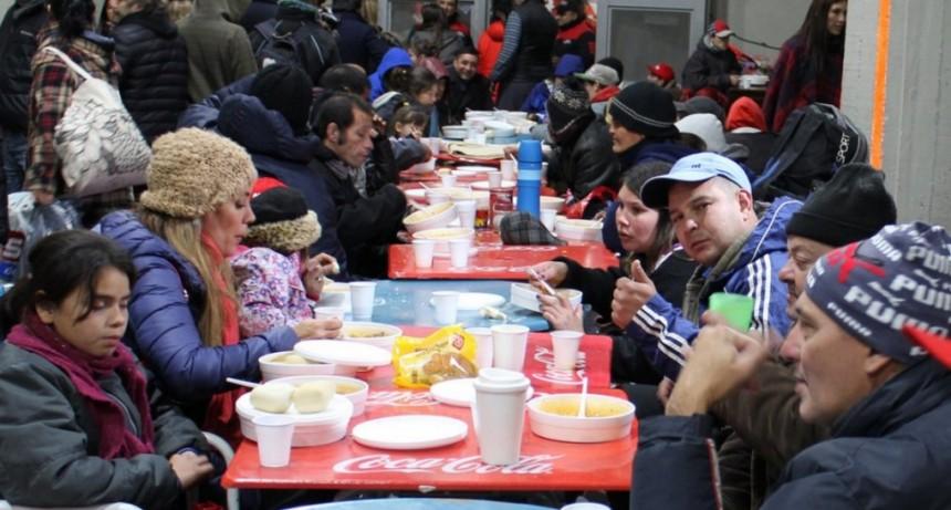 River vuelve a abrir el Monumental para recibir donaciones en otra noche fría en Buenos Aires