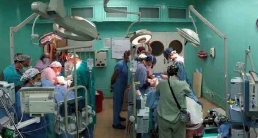 Más de 40 médicos lograron separar a siameses en una cirugía sin precedentes en el país