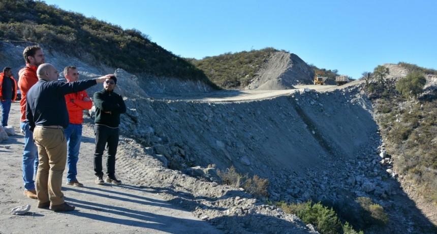 La nueva cara del Dique Cruz de Piedra: se extiende el camino que rodeará al lago
