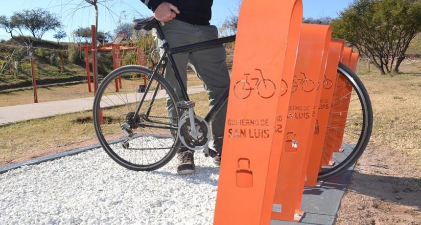 El Gobierno provincial colocó más de 50 bicicleteros en la ciudad