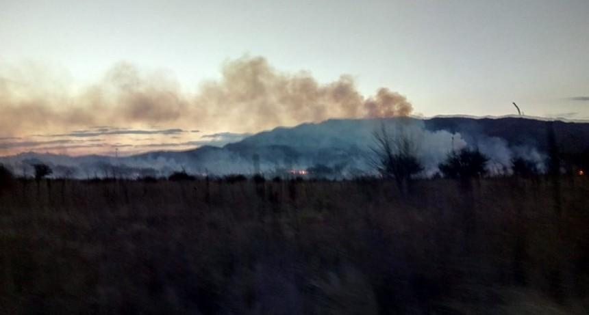 Bomberos de la Policía sofocaron incendios en El Volcán y Estancia Grande
