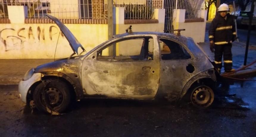 San Luis: sofocaron el incendio de un automóvil