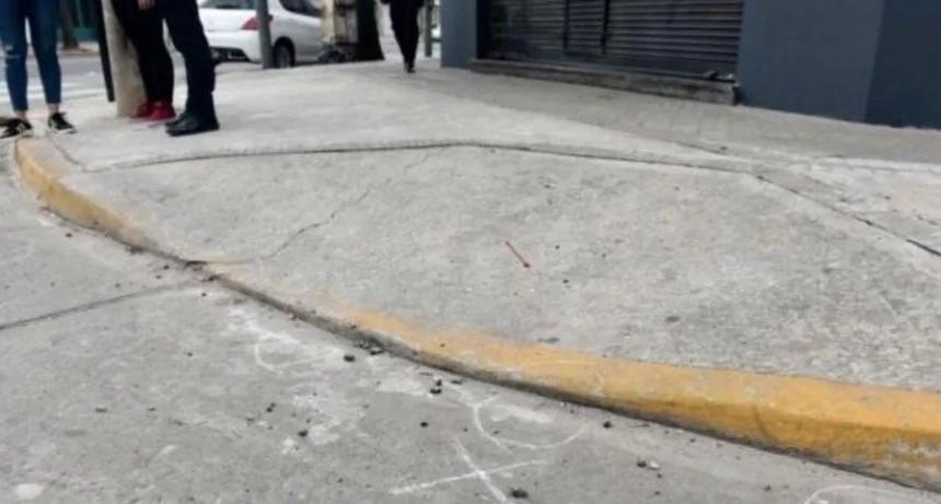 Dos muertos y tres adolescentes heridos a balazos en un bar rosarino