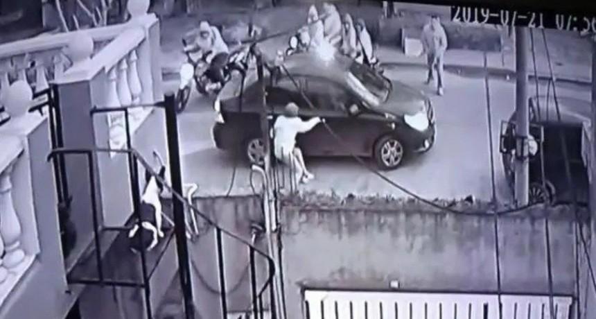 10 ladrones en 5 motos asaltaron a pareja en Ingeniero Budge