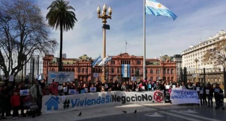 Los Hipotecados UVA exigieron una solución a su drama con una marcha a Plaza de Mayo