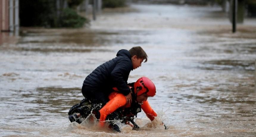 Suben a 13 los muertos por las inundaciones en Francia