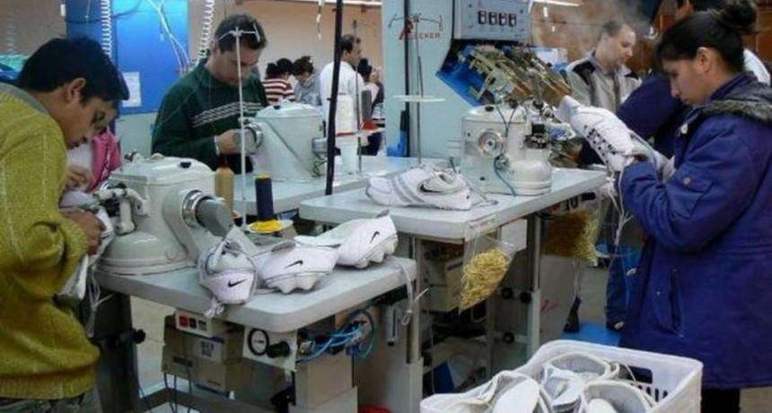 Cierra una de las empresas que fabricaba zapatillas para Nike y despide a sus 640 trabajadores