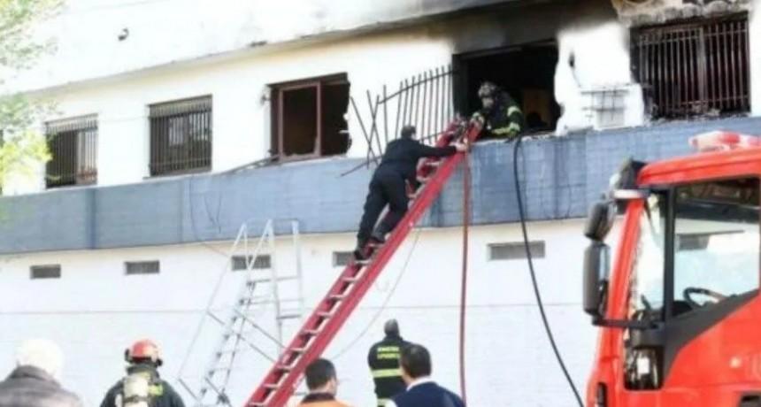 Un hombre y una embarazada murieron al incendiarse su departamento en Rosario