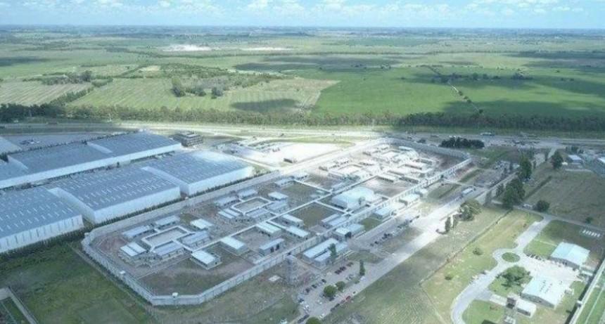Pasan a disponibilidad a subdirector de la cárcel de Campana acusado de violar a una oficial