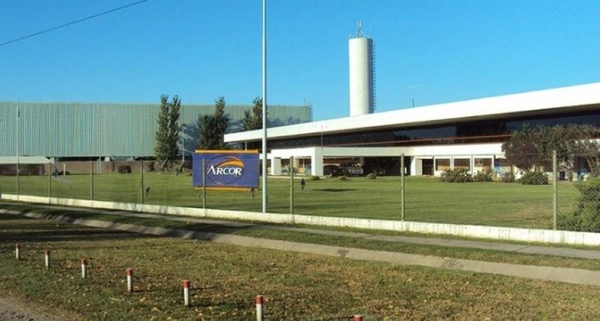 Por la caída del consumo, Arcor adelanta las vacaciones de los empleados en cuatro de sus plantas