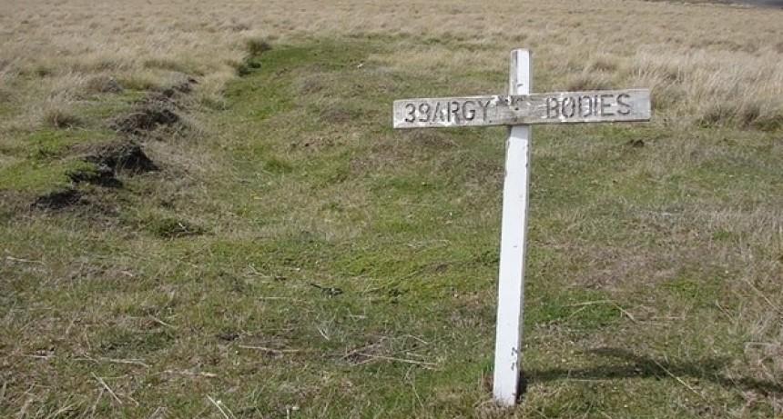 Son 104 los identificados de Malvinas: la historia del soldado que murió aferrado a la radio y gritando órdenes en medio del combate
