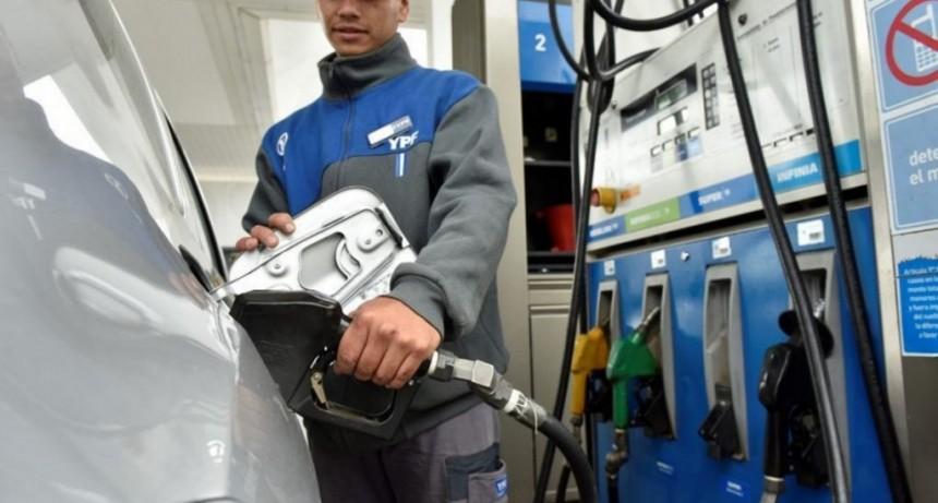 YPF baja el precio de la nafta desde este lunes y la imitaría la competencia