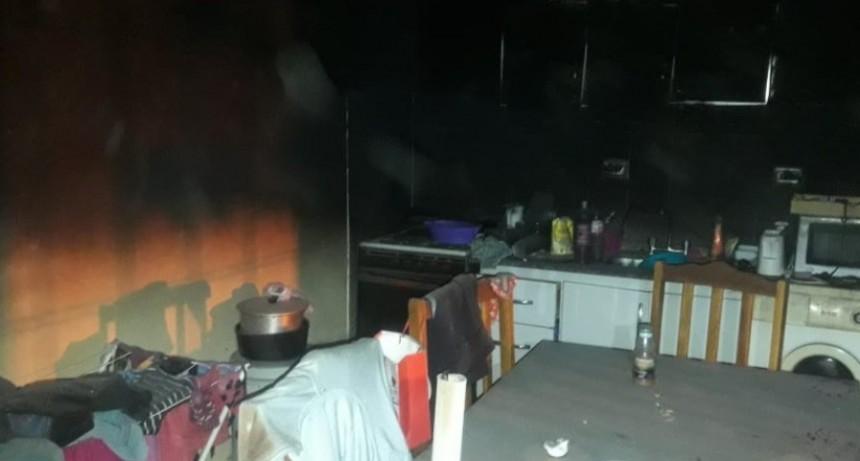 La Toma: bomberos sofocaron un incendio en una vivienda