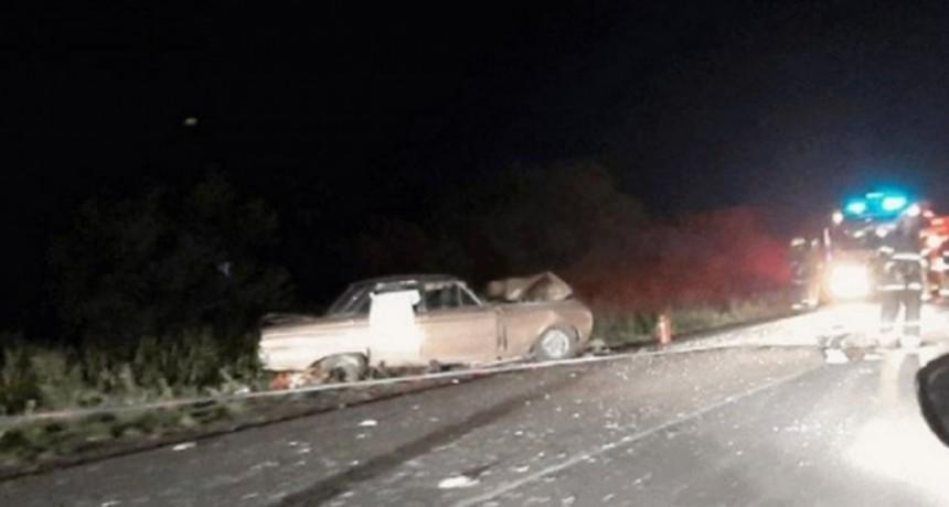 Córdoba: tres muertos por un choque frontal entre un auto y un camión