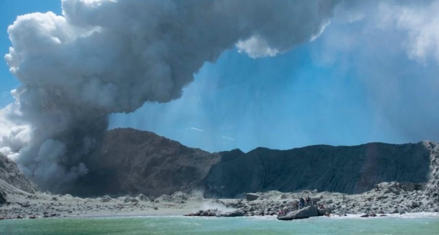 Nueva Zelanda: al menos cinco muertos por la erupción de un volcán